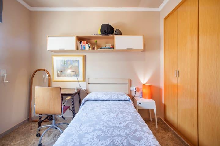 Habitación, BnB en típico barrio peatonal - Valencia - Bed & Breakfast