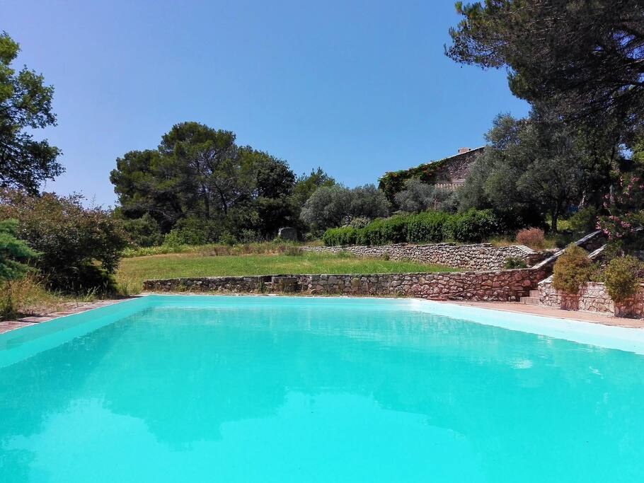 Bastide 500m2 avec piscine sur 4 hectares villas louer for Piscine 15eme