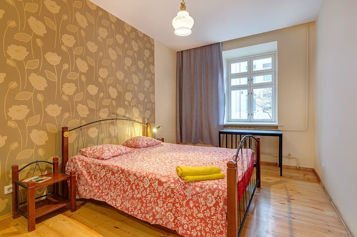 CHEAP DOUBLE ROOM next to station & OldTown(Max 3)