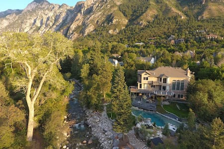 SLC/Snowbird Secluded Creekside Mountain Oasis