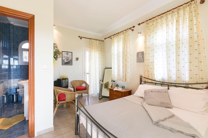bedroom 3, double bed, en suite bathroom, 2nd floor