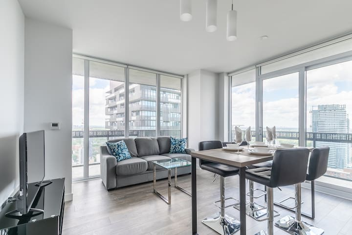 Amazing View! 2 bed 2 bath at Yonge and Eglinton