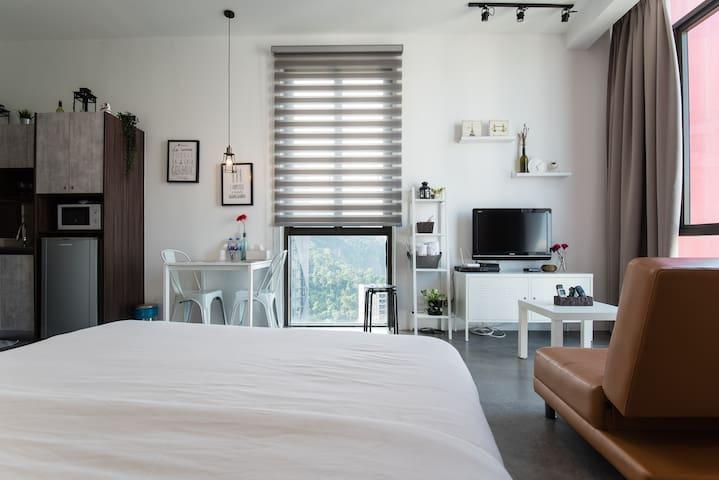 R & J Studio[NEW/Cozy/WiFi/Empire Damansara]