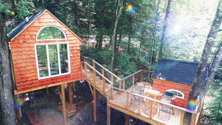 Eagles Nest Treehouse ~ Hike/ Relax / Climb!