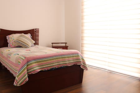Habitación confortable, acogedora, Mitad del Mundo