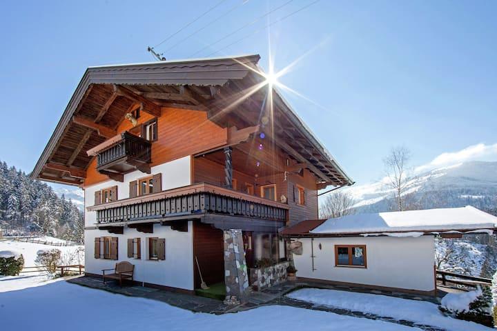 Sonnige Ferienwohnung mit Balkon in Westendorf, Tirol
