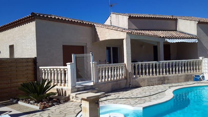 Villa spacieuse, piscine, belle vue - Creissan - Villa