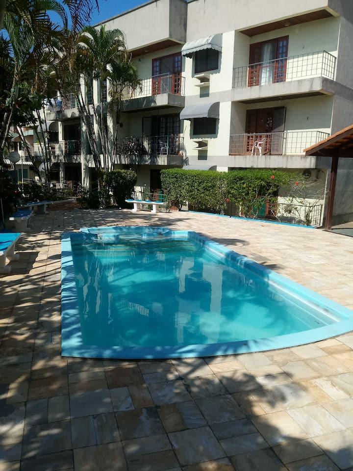 Apto grande com piscina em Caragua
