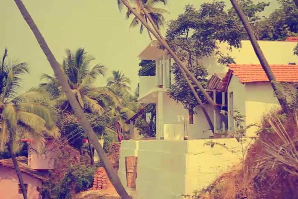 Om residency from side, 50 meter from the ocean