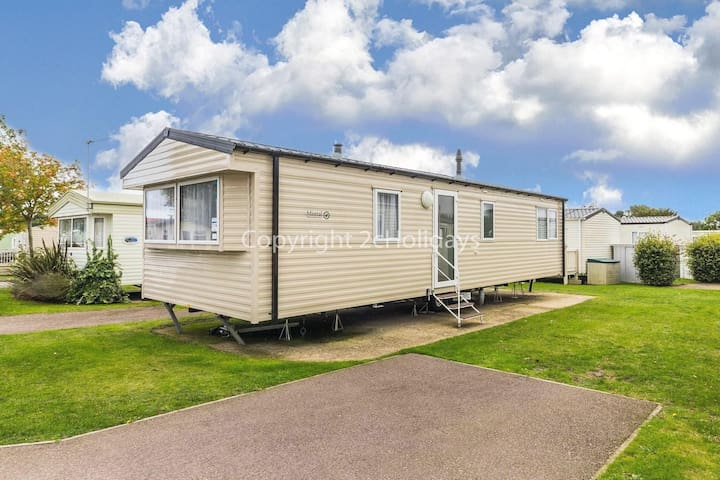 6 berth caravan for hire at Cherry tree holiday park in Norfolk ref 70316C