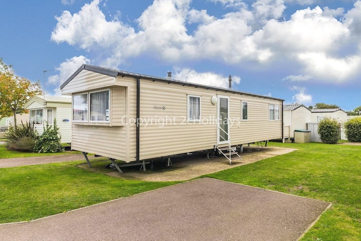 Immaculate holiday home sleeping 6 by the Norfolk Coast ref 70316C
