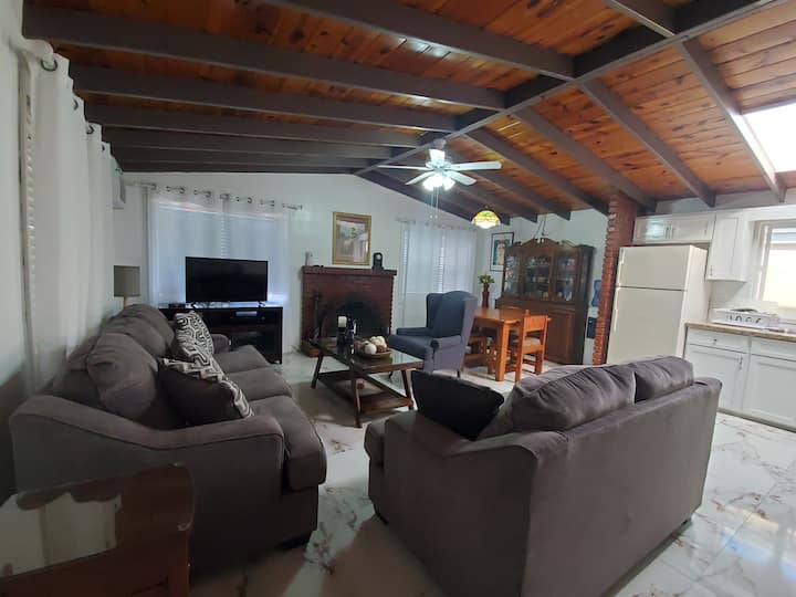 BEACHSIDE HOME near DT Rosarito w/24/7 Securty