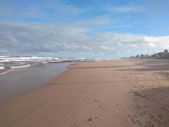 Suíte na Praia de Ipitanga. 8km do aeroporto.