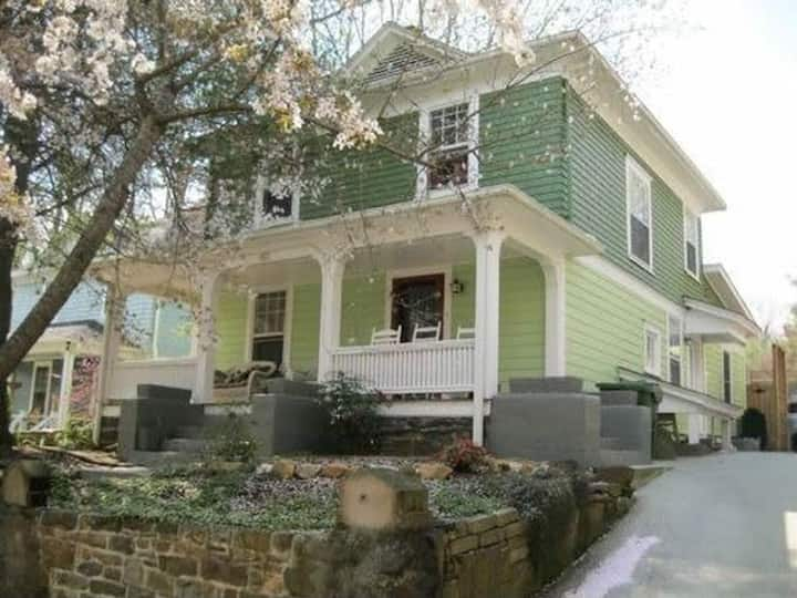 Beautiful Home in Historic Montford by Downtown