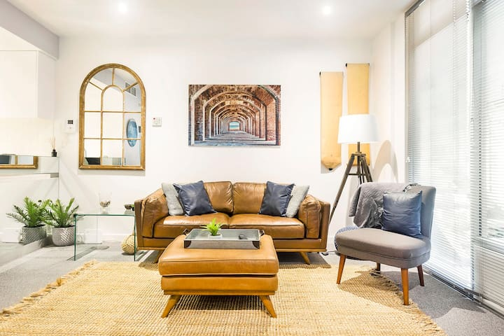 Relax, Unwind, and Enjoy in a Stylish Modern Apartment in Port Melbourne