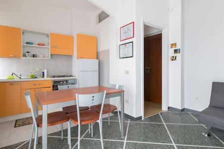 Accogliente bilocale - Voghera - アパート
