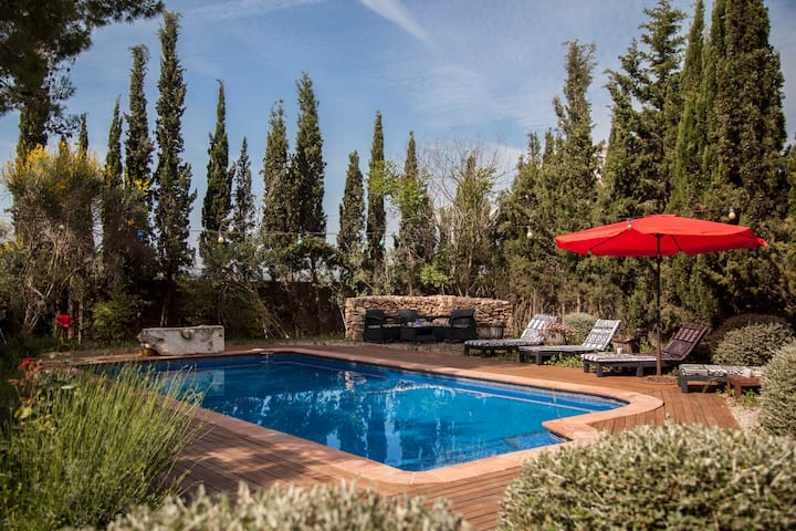 Catalunya Casas: Cozy Villa Franca with rustic vibes, 12 km to the beach!