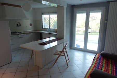 T3 indépendant cuisine salon chambres salle bain - Buros