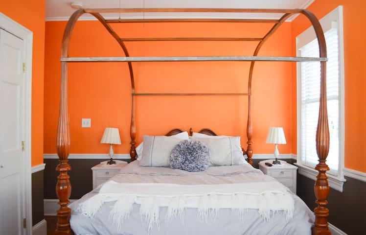 Aaron Burr House- Room 2