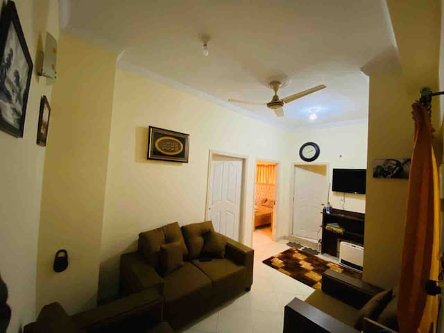 fully furnished 2 bedroom apartment + Netflix