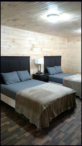 Private Rooms at The Lake Lodge at Paris Landing