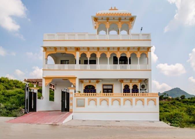 Soham Villa - Heritage Hill View (4 Premium Rooms)