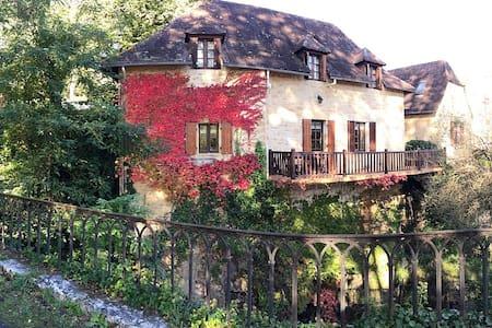 """Maison """"Périgourdine"""" au coeur d'un petit village - Carsac-Aillac - 独立屋"""