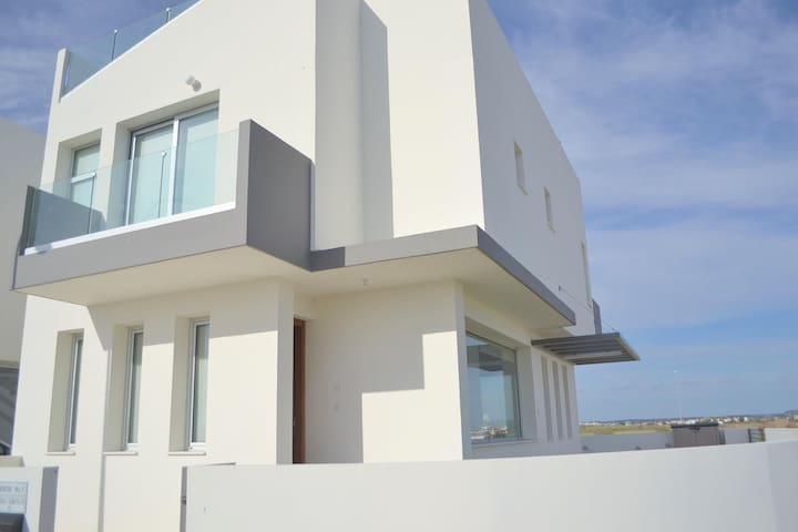 Newly build modern 3 bedroom T&E Villa with a pool - Livadia