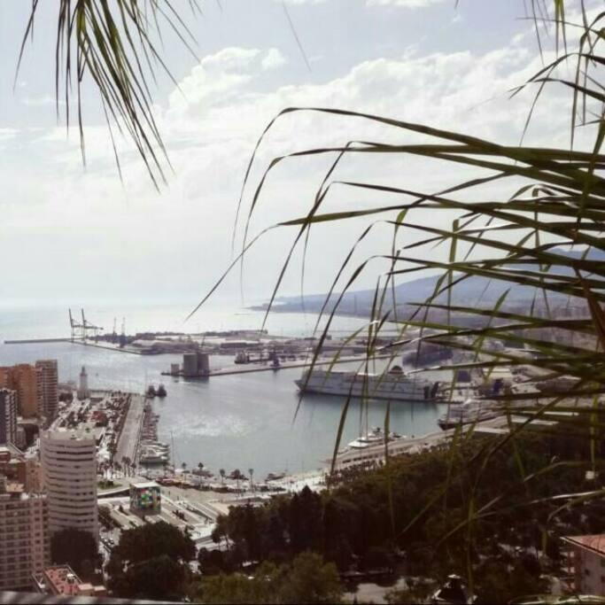 Puerto de Malaga desde Gibralfaro( a 20 minutos andando desde apartamento)