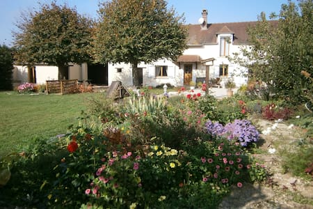 """""""croisee des rivieres"""" in Burgundy - House"""