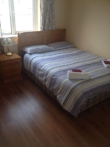 2 people sharing bedroom no. 5 - Galway - Ev
