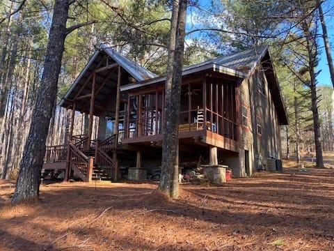 Beautiful Cabin on Private Lake