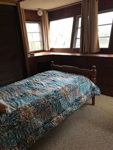 Bedroom with twin bed.