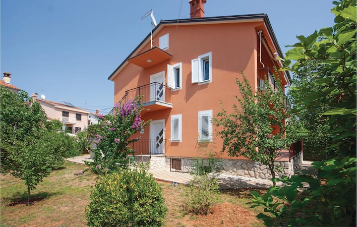 Stunning home in Stinjan with 2 Bedrooms and WiFi