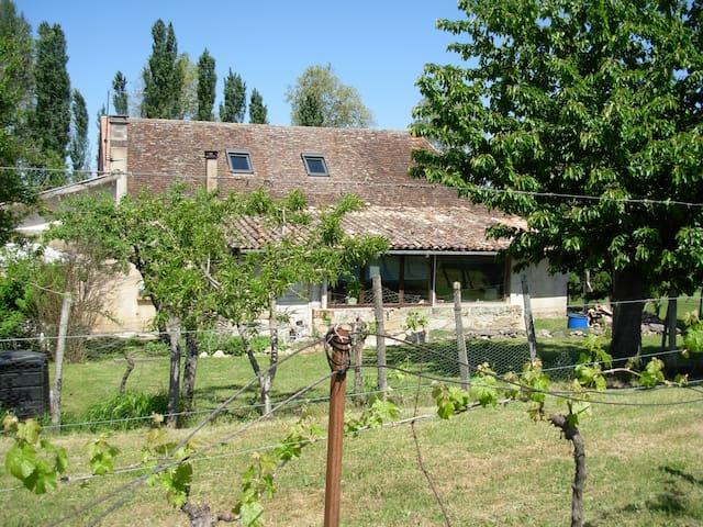 Chambre, jardin à la campagne, en toute simplicité