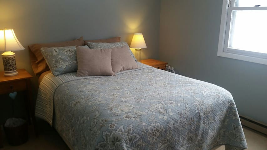 cute little room - Shelburne - Appartement