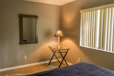 Comfortable Private Bedroom - Gainesville - Hus