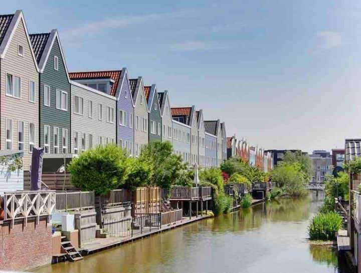 Stylish canal house with free parking on premises