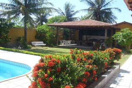 Casa na praia com piscina, churrasqueira e sinucão