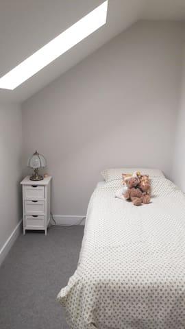 Single room in lovely town house in Cheltenham