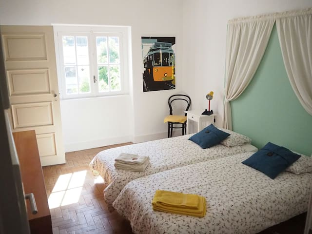 Room (SJ) near the beach - Casa Sto António