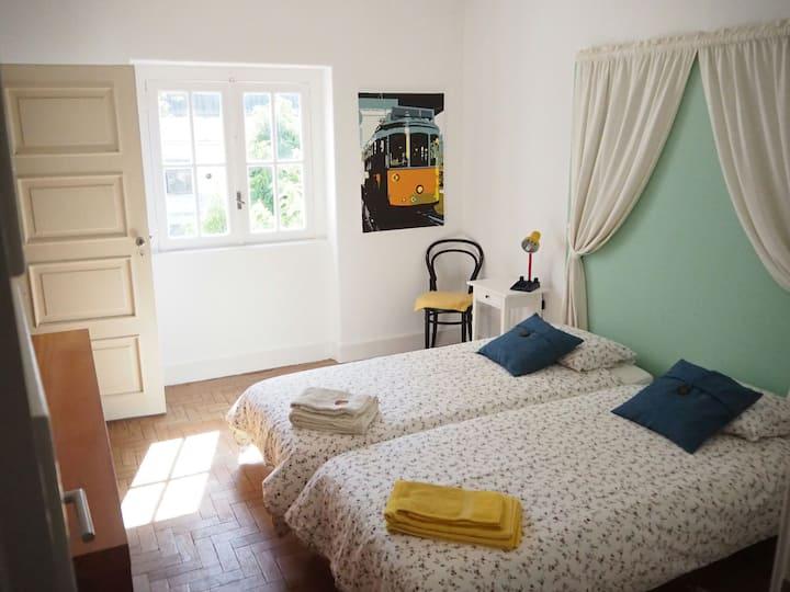 Room (SJ) near the beach - Casa Sto António