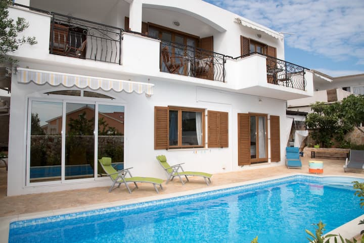 B&B  Villa Katarina-tween/dbl Room& pool acces