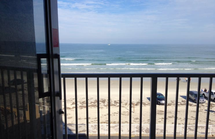 OCEANFRONT BALCONY, A/C, PKG, WI-FI, CHEAP&CLEAN ! - Daytona Beach - Apartment