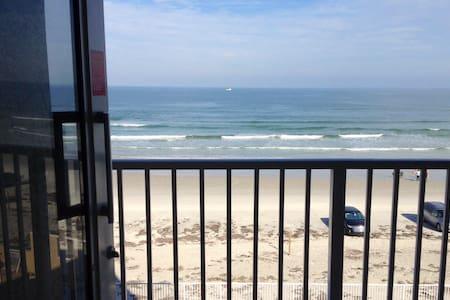 OCEANFRONT BALCONY, A/C, PKG, WI-FI, CHEAP&CLEAN ! - Daytona Beach