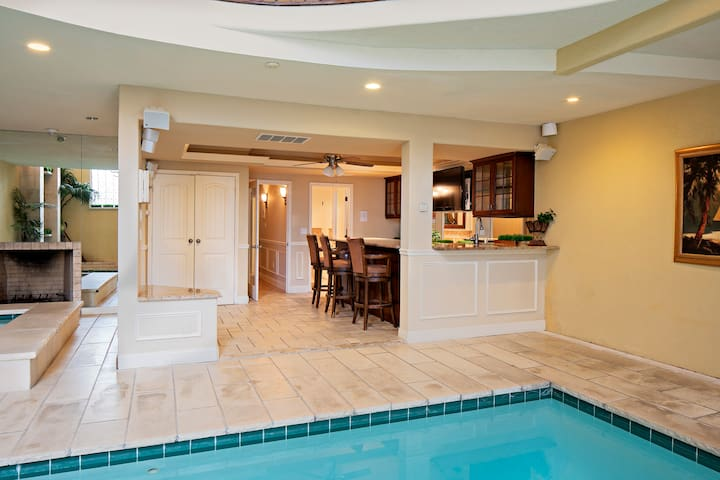 Indoor Pool Hot Tub Fireplaces Close To Casinos Houses For