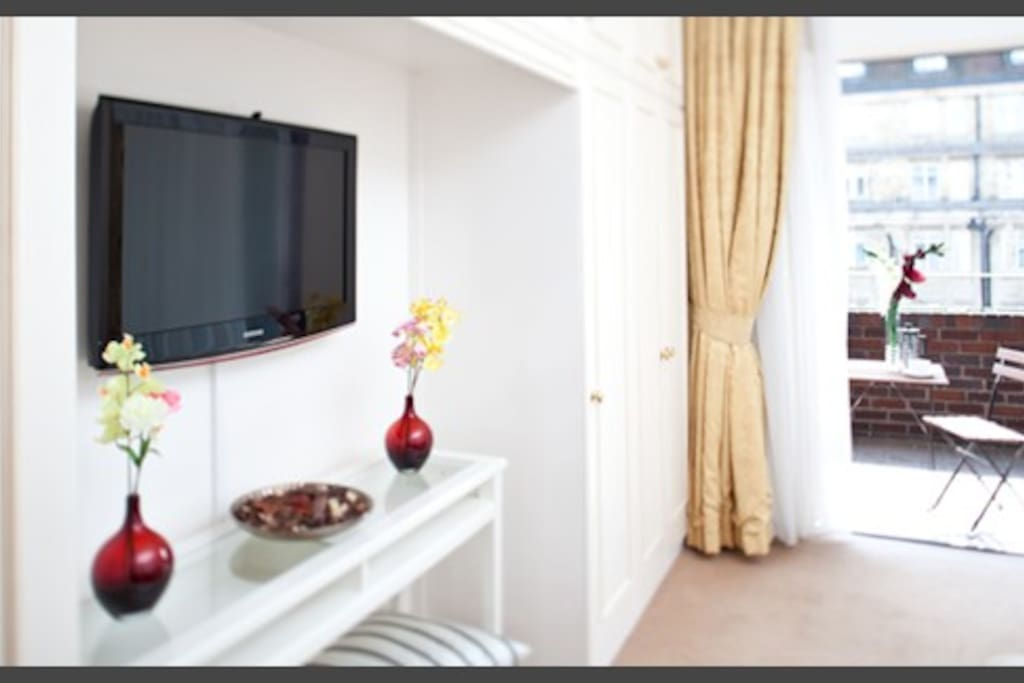 TV/Living Area