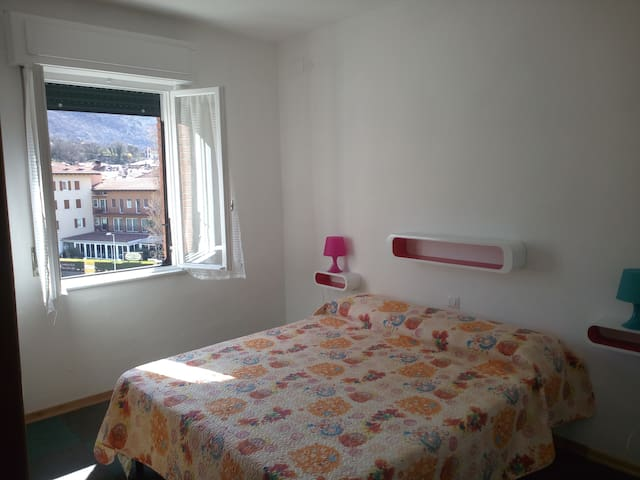Double-room 3 with big garden great view on Lake - Nago-torbole - Villa