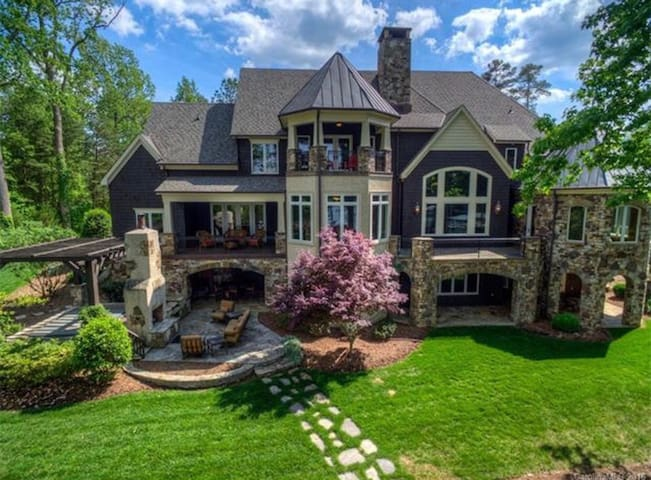 Beautiful Lakefront Home - Denver - House