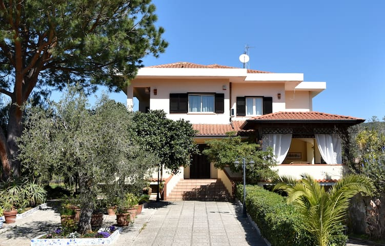 Villa Tina Holiday Homes - Villa Belmonte